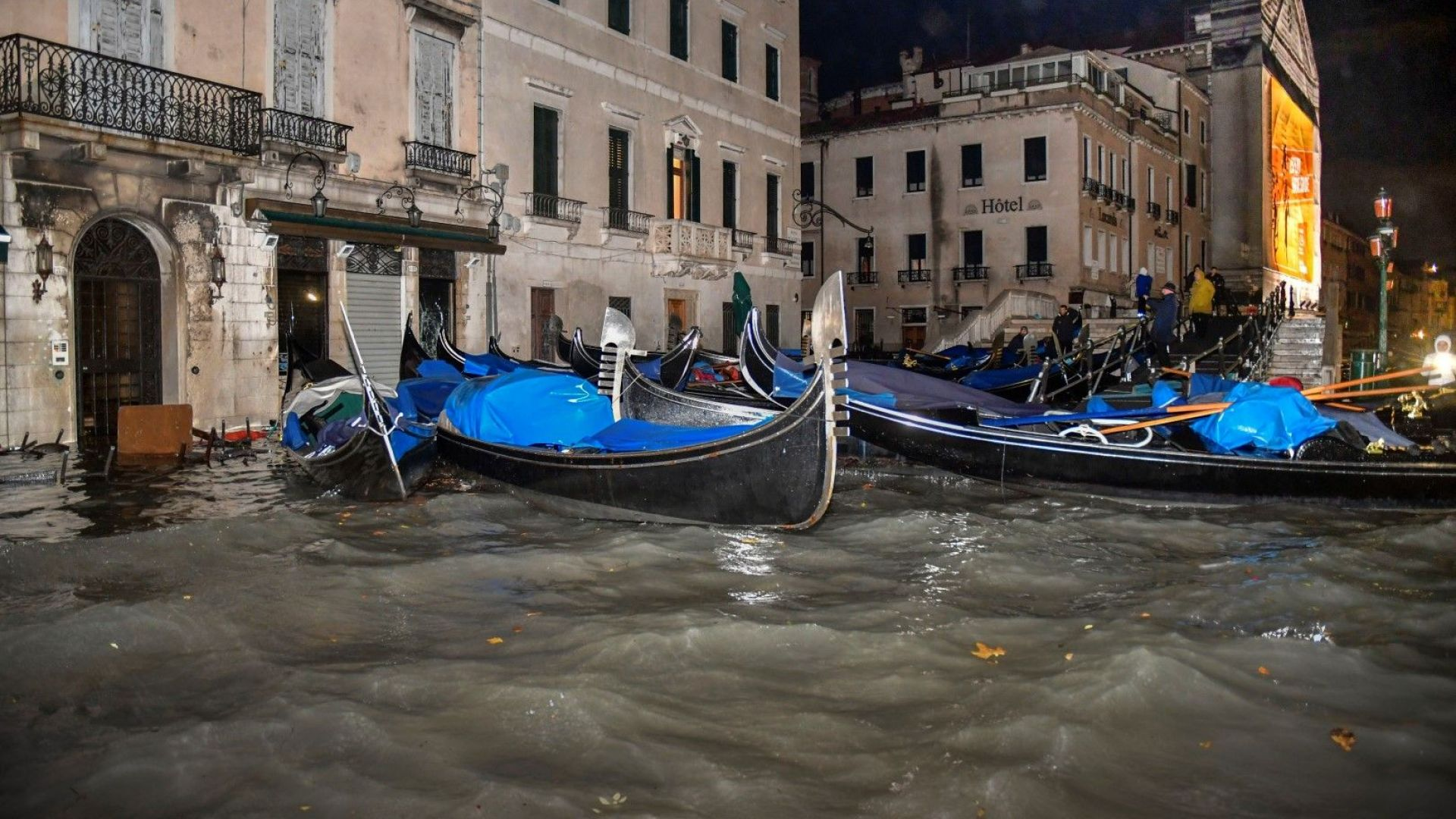 Необичайно тежките наводнения във Венеция, пожарите в Австралия и дори