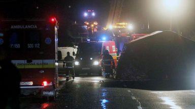 Автобус се вряза в колона коли в Гермния, 21 души пострадаха