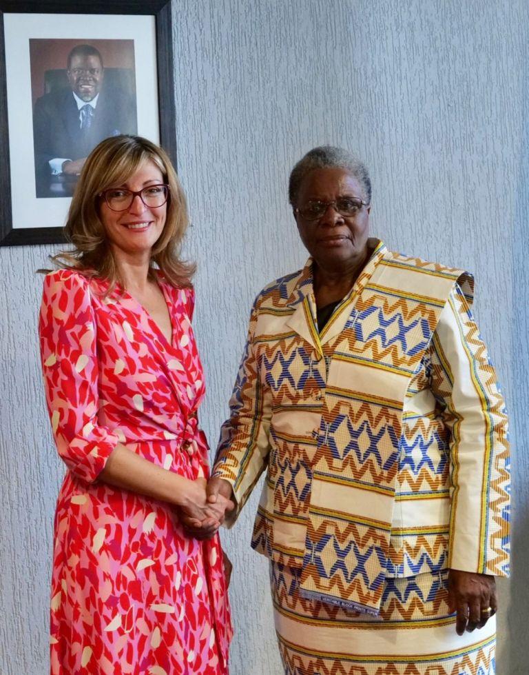 Екатерина Захариева разговаря на четири очи с вицепремиера и министър на международните отношения и сътрудничеството на страната Нетумбо Нанди-Ндаитва