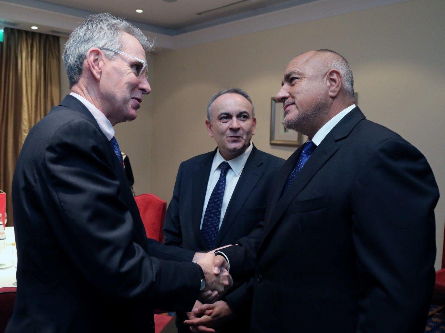 Министър-председателят Бойко Борисов (дясно) се срещна с посланика на Съединените американски щати в Гърция Джефри Пайът