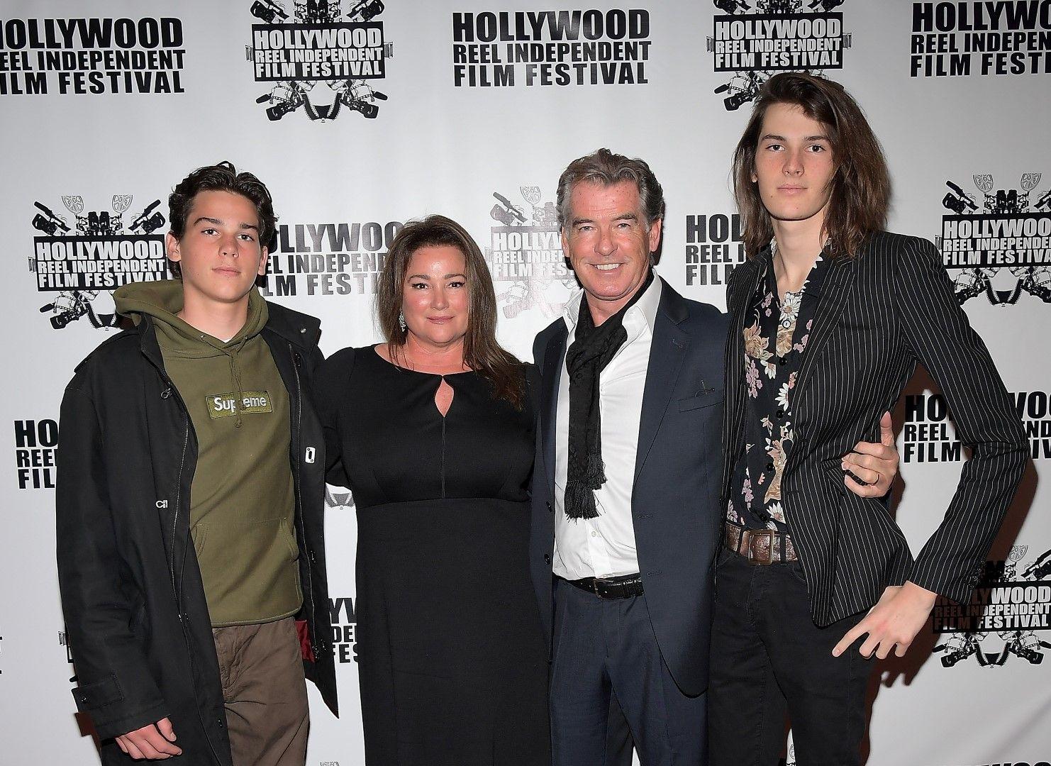 Пиърс Броснан със съпругата си Кийли и синовете им