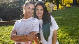 Ива и Велислава Костадинови - красивото лице на българския фолклор