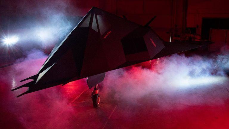 САЩ разпространи впечатляващи снимки на първия стелт самолет