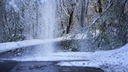 Обилни снеговалежи засипаха Южна Франция (видео)