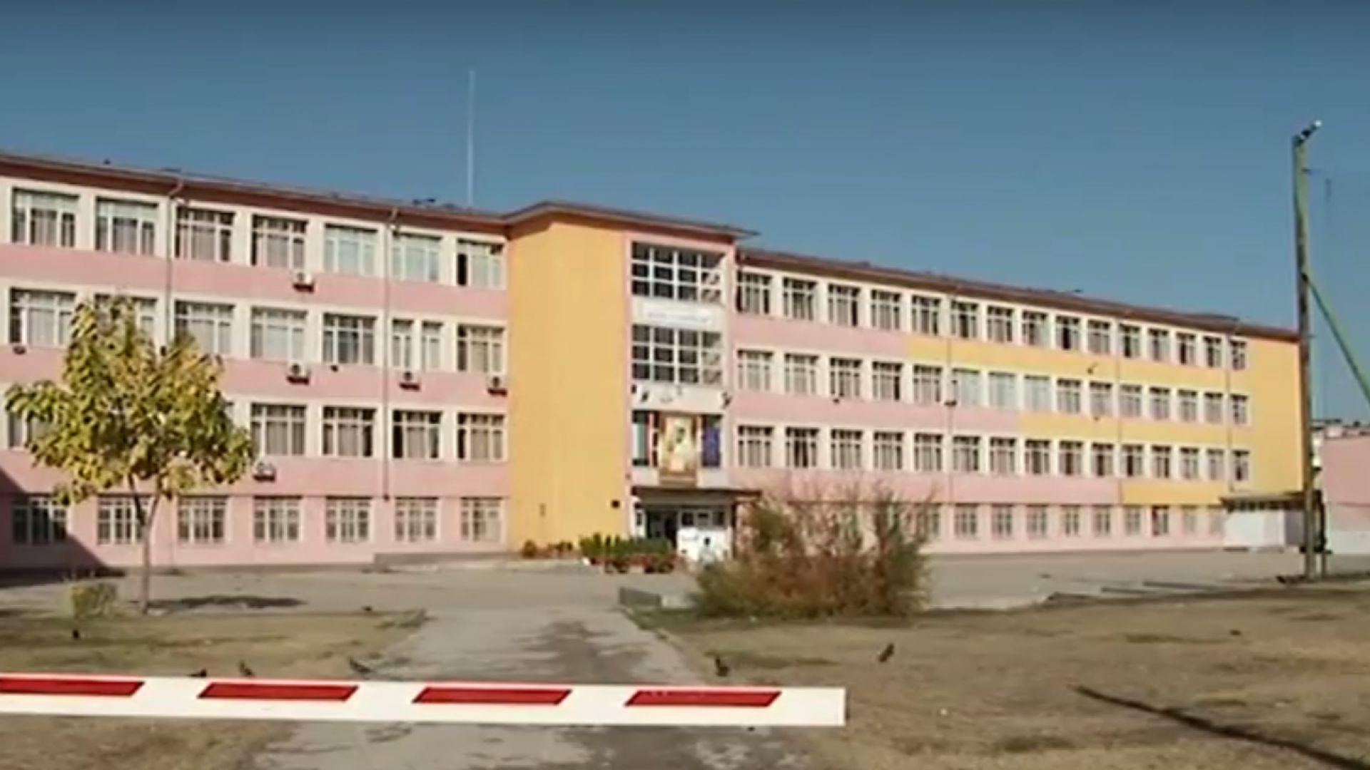 Училищна директорка взела 13 болнични, за да избегне уволнение