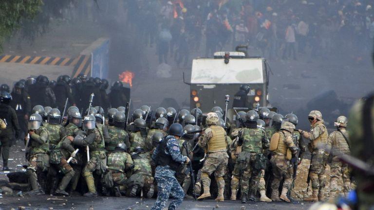 Пет души загинаха при сблъсъците в Боливия