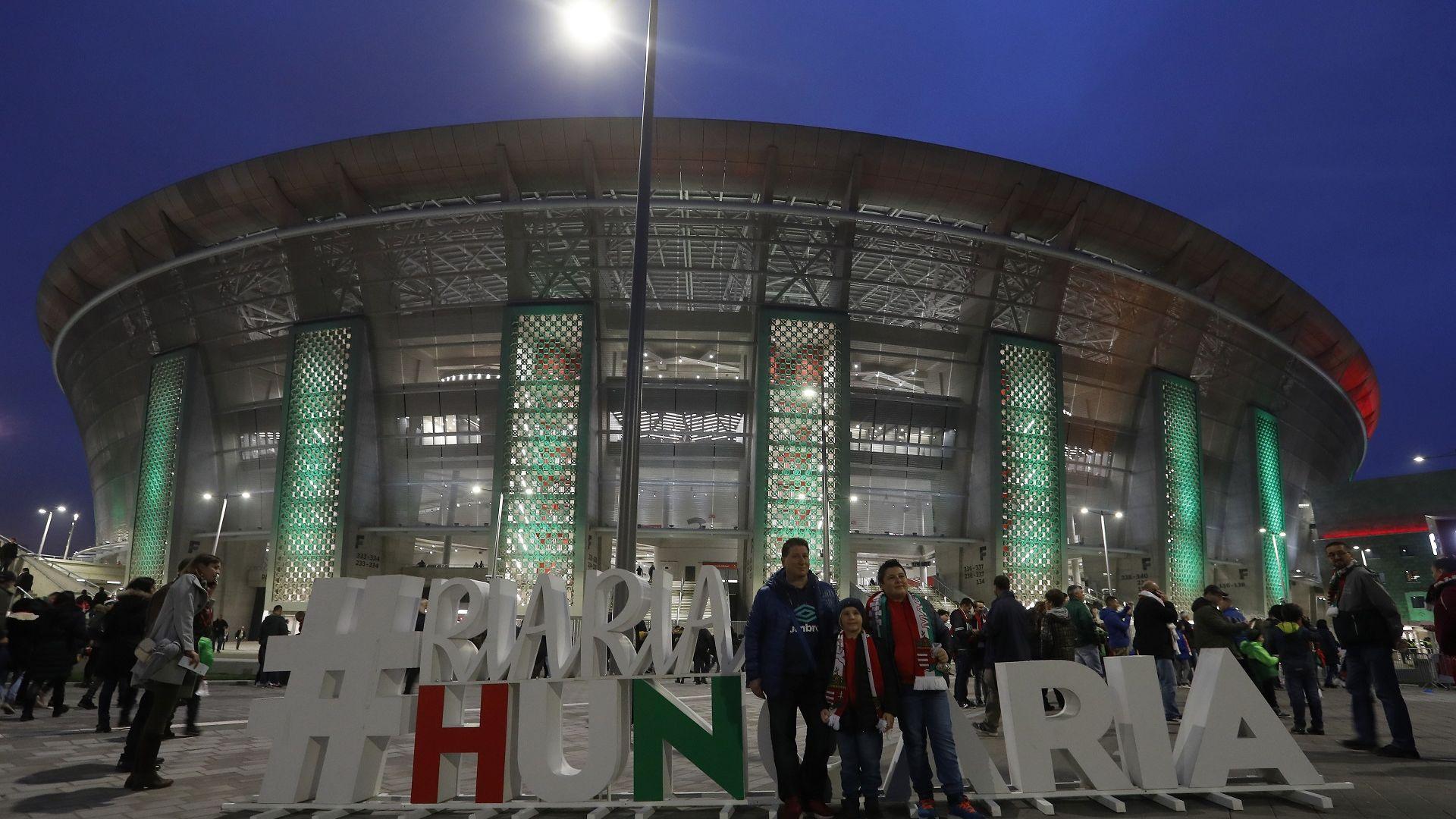 Светът се учуди на Унгария: 10 000 фена празнуваха, забравяйки за мерките