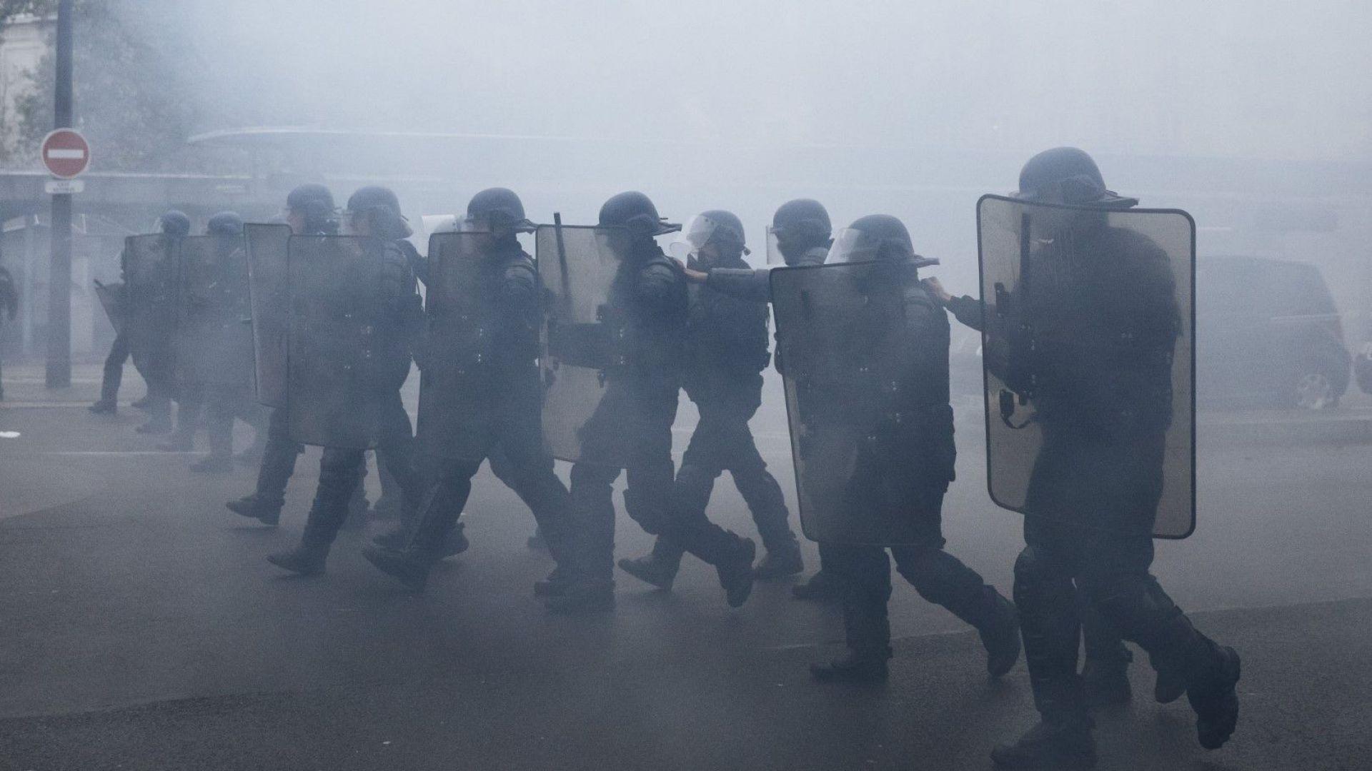 Снимка: Гневът на жълтите жилетки държи Париж в напрежение вече цяла година