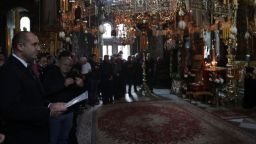 Президентът Радев почете празника на Зографският манастир заедно със стотици поклонници
