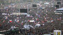200 000 души поискаха оставката на Бабиш 30 г. след Нежната революция