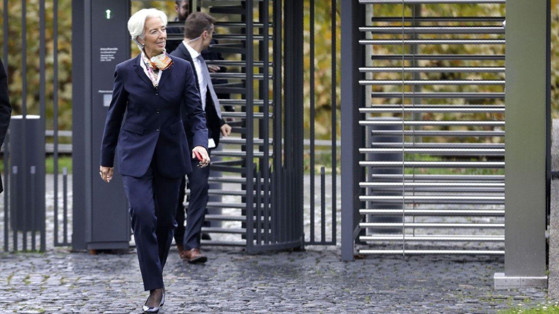 ЕЦБ изкупува частни и държавни ценни книжа за 750 млрд. евро