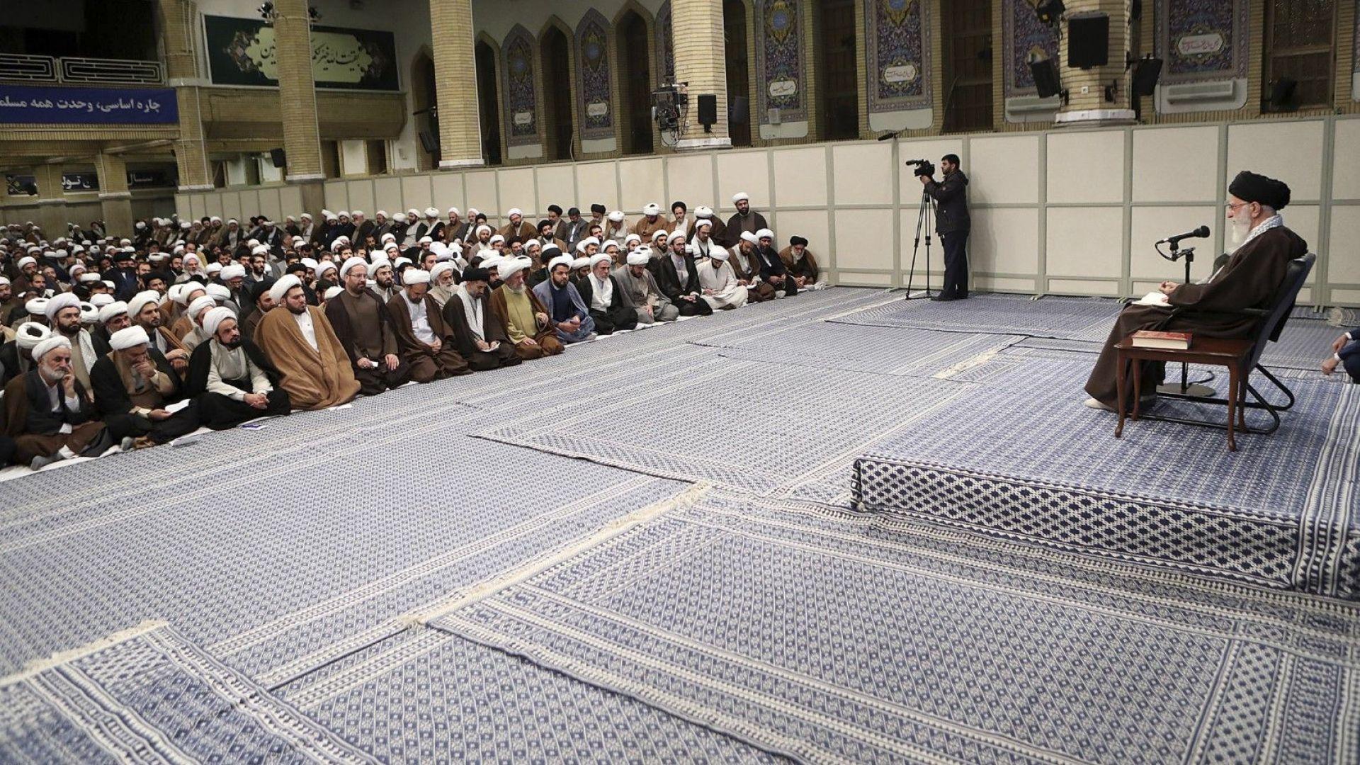 Иранският духовен лидер, аятолах Али Хаменей изрази днес подкрепата си