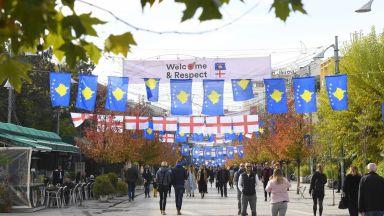 """Посрещнаха англичаните в Косово с """"добре дошли, братя"""""""
