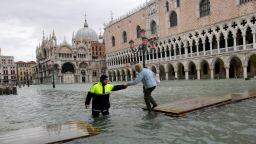 Венеция отново е под вода