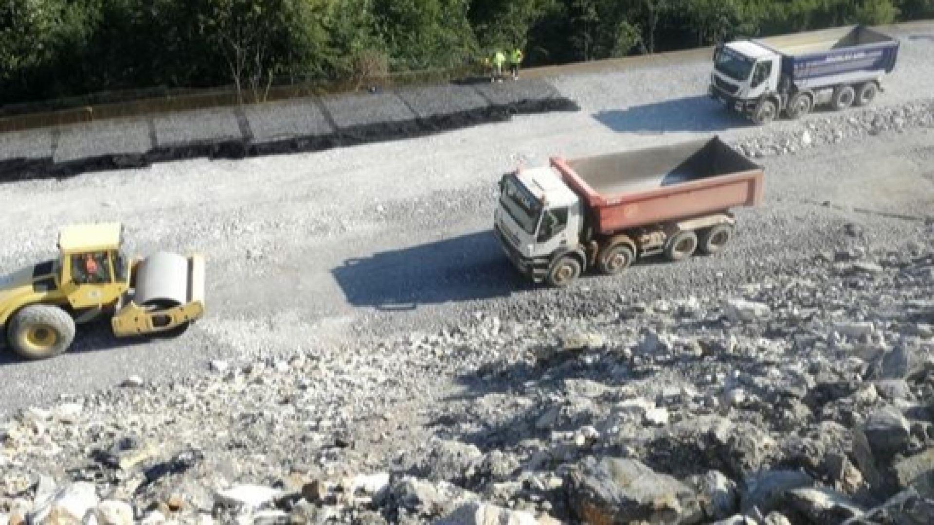 "Протест и жалба до ЕК заради строежа на ""Хемус"": Незаконно вадят баластра от р. Вит"