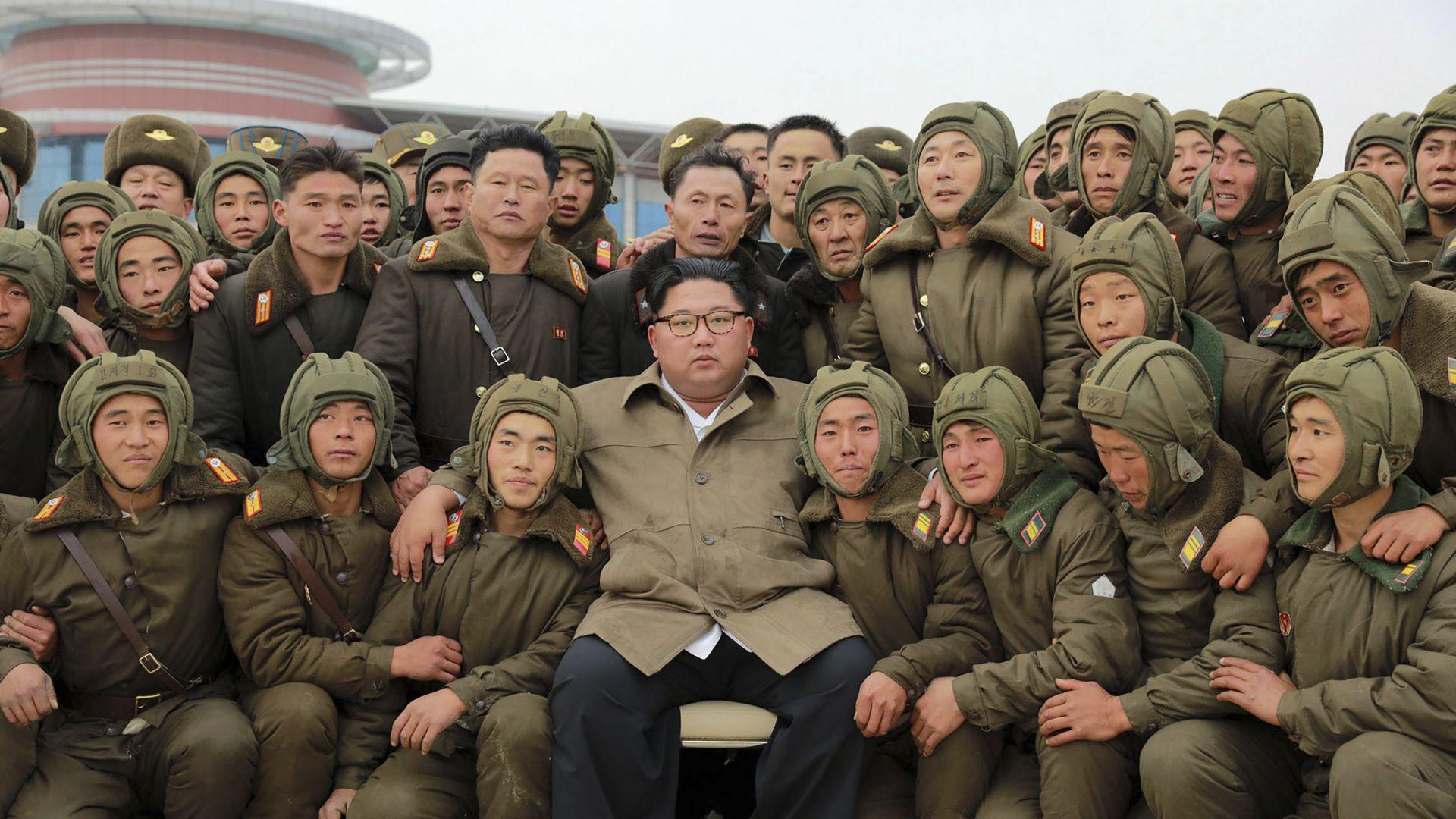 Севернокорейският лидер Ким Чен-ун проследи как протича учение с въздушен
