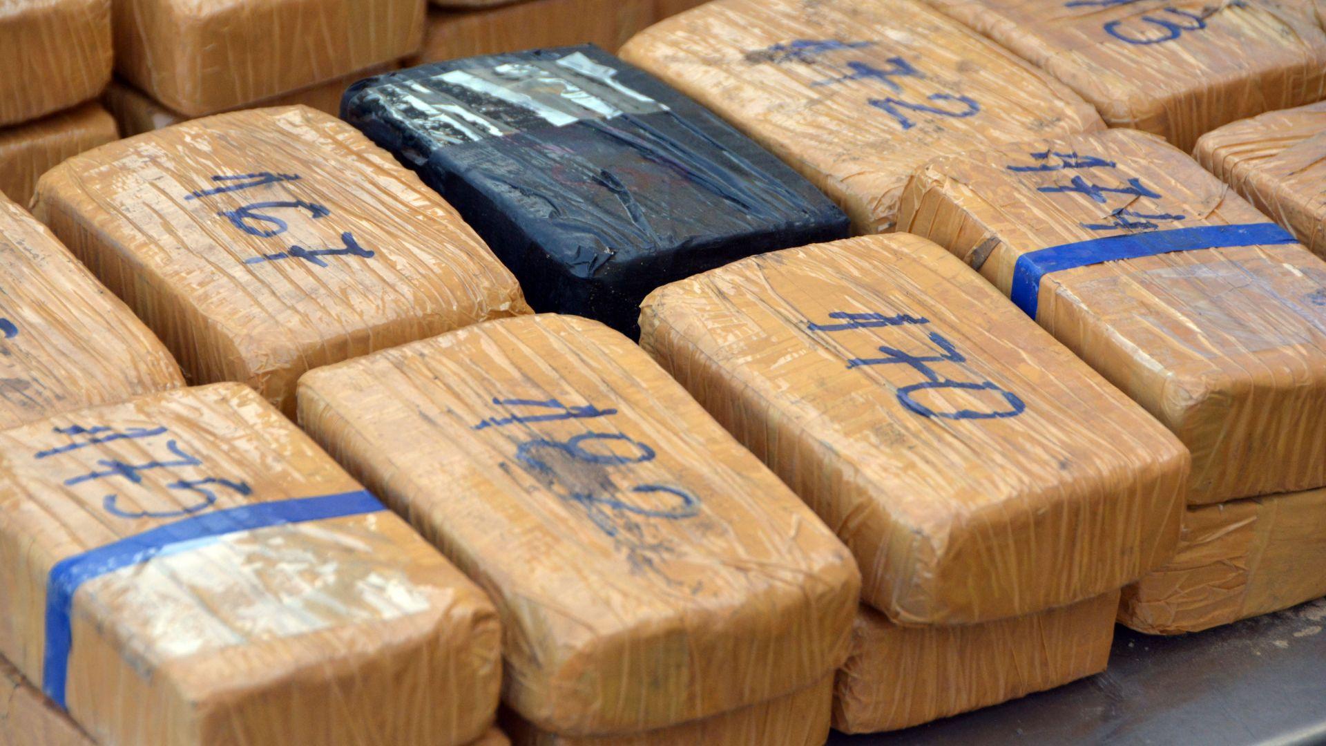 35 кг хероин са открити и иззети от митнически служители
