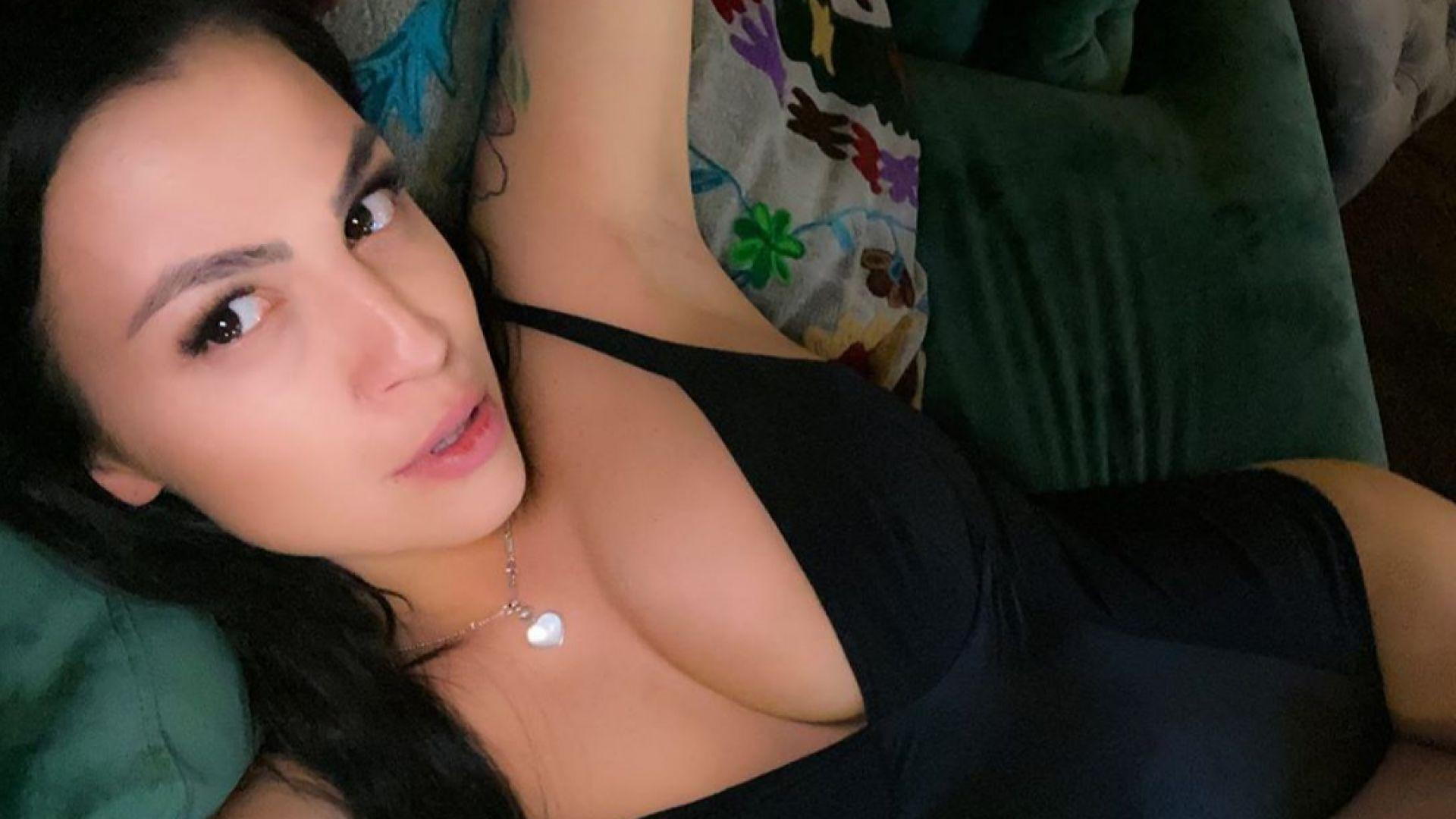 Деси Цонева с първи секси снимки след раждането