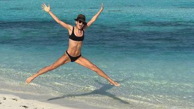 Емануела Толева бушува на плажа в Кения