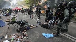 Обсадата на университета в Хонконг продължава, 100 души са блокирани