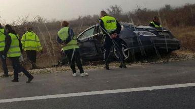 """Сблъсък между мотор и кола на АМ """"Хемус"""" взе две жертви"""