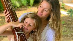 Жизел Бюндхен и дъщеря ѝ като две капки красота