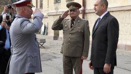 Президентът е оптимист за Сухопътни войски, там се надяват на 9 живота, като котките