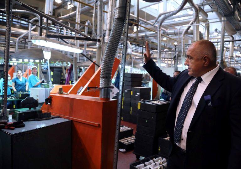 Бойко Борисов поздравява работниците във Видима Идеал