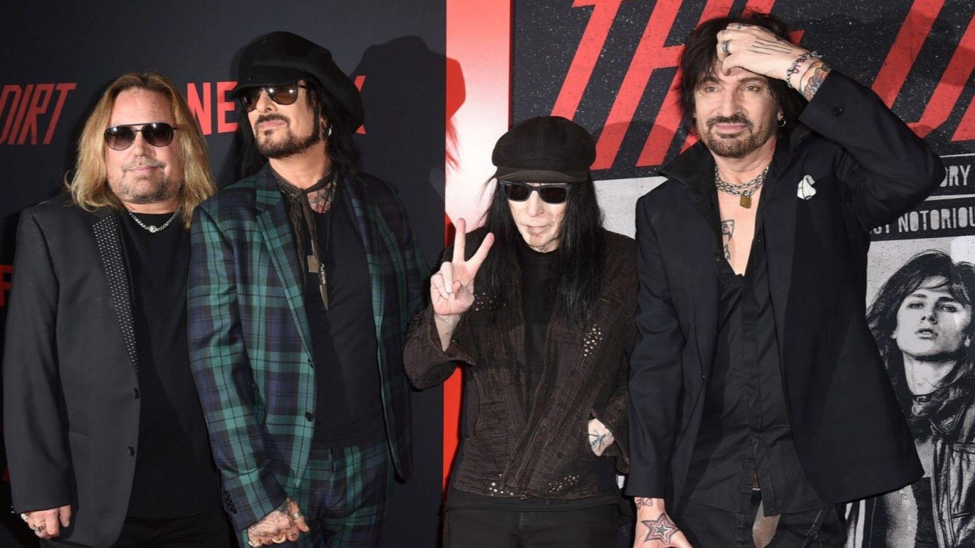 Mötley Crüe се готви за турнето си с професионални треньори