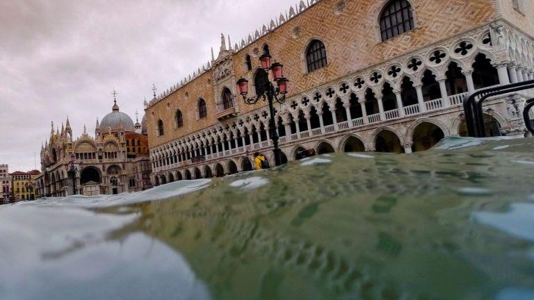 """Италия отпуска още 65 милиона евро за възстановяване на Венеция, """"Сан Марко"""" е с големи поражения"""