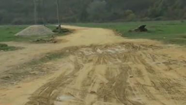 Строи ли се път върху защитена територия край Рупите?