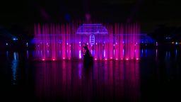 Светлинно шоу озарява Кралската ботаническа градина (видео)