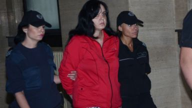 Апелативният съд отново осъди акушерката, пребила новородено на 18 години затвор
