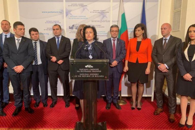 Десислава Танева и депутати от ГЕРБ дават брифинг за важното решение