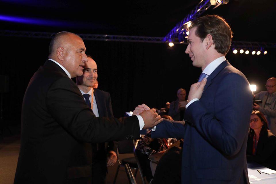 Бойко Борисов и Себастиан Курц се поздравяват на форума в Загреб
