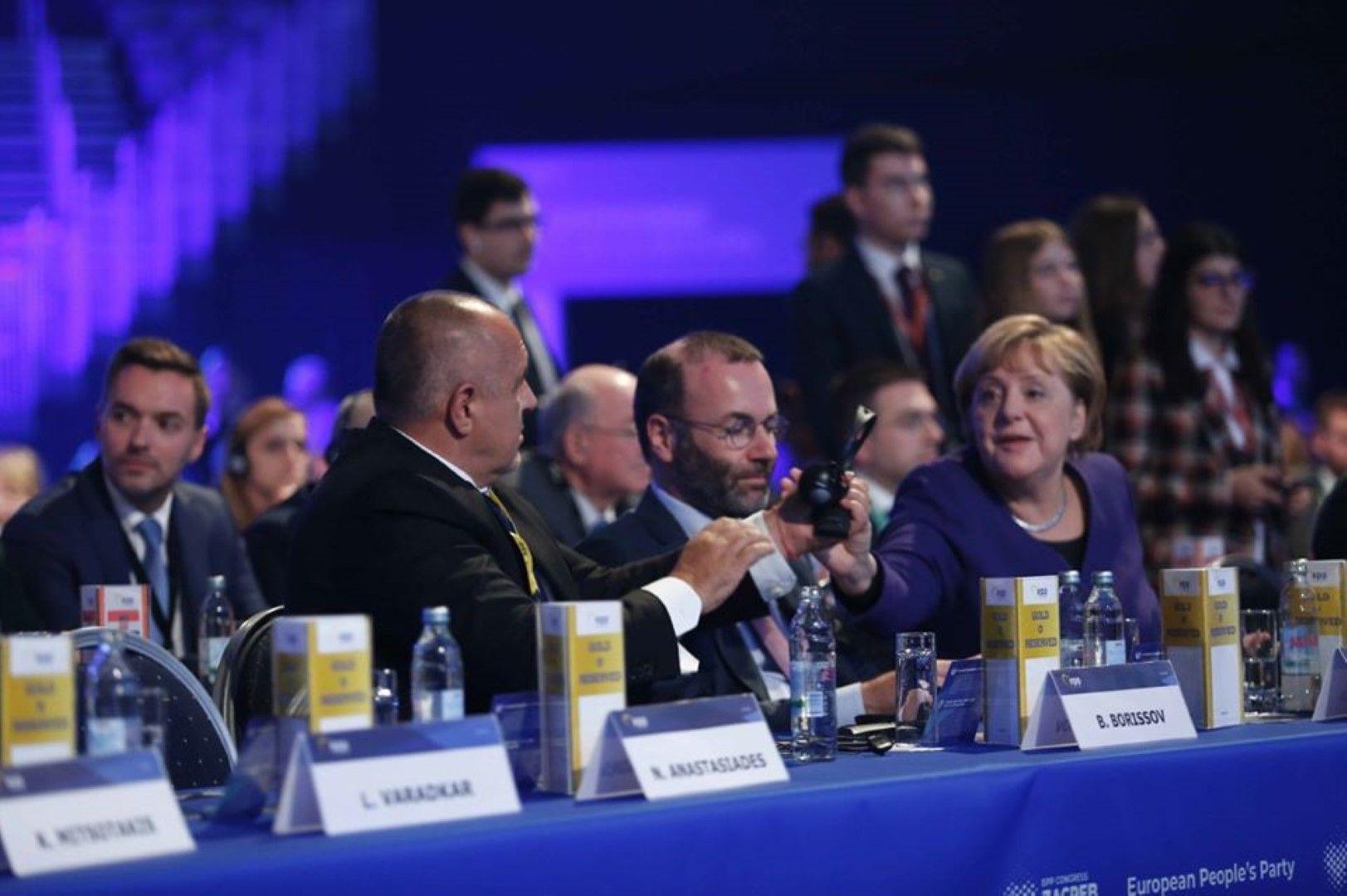 Бойко Борисов, Манфред Вебер и Ангела Меркел по време на конгреса на ЕНП в Загреб