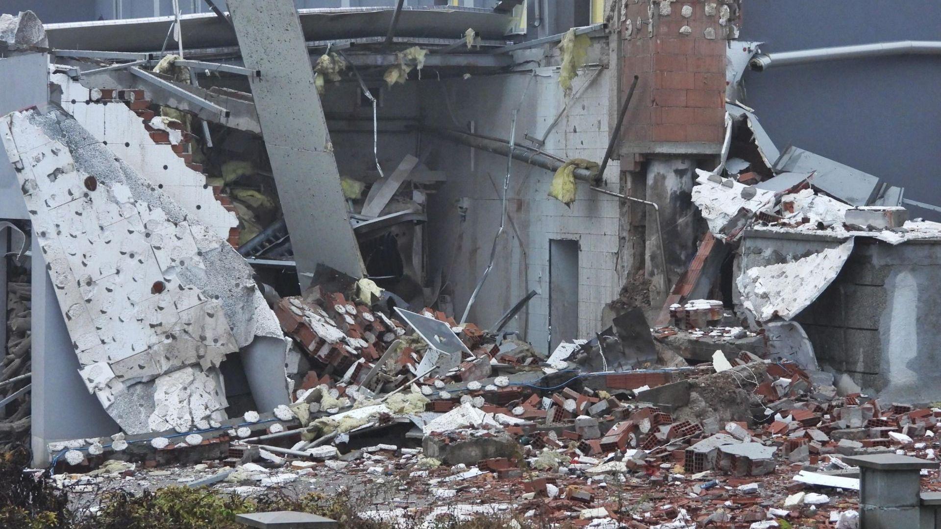 Парен котел е гръмнал и е срутил сграда в Харманли.