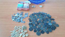 На Капитан Андреево откриха старинни монети и византийски печати в цигарени кутии
