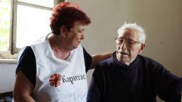 БЧК ще следи здравето на самотни възрастни с електронна система