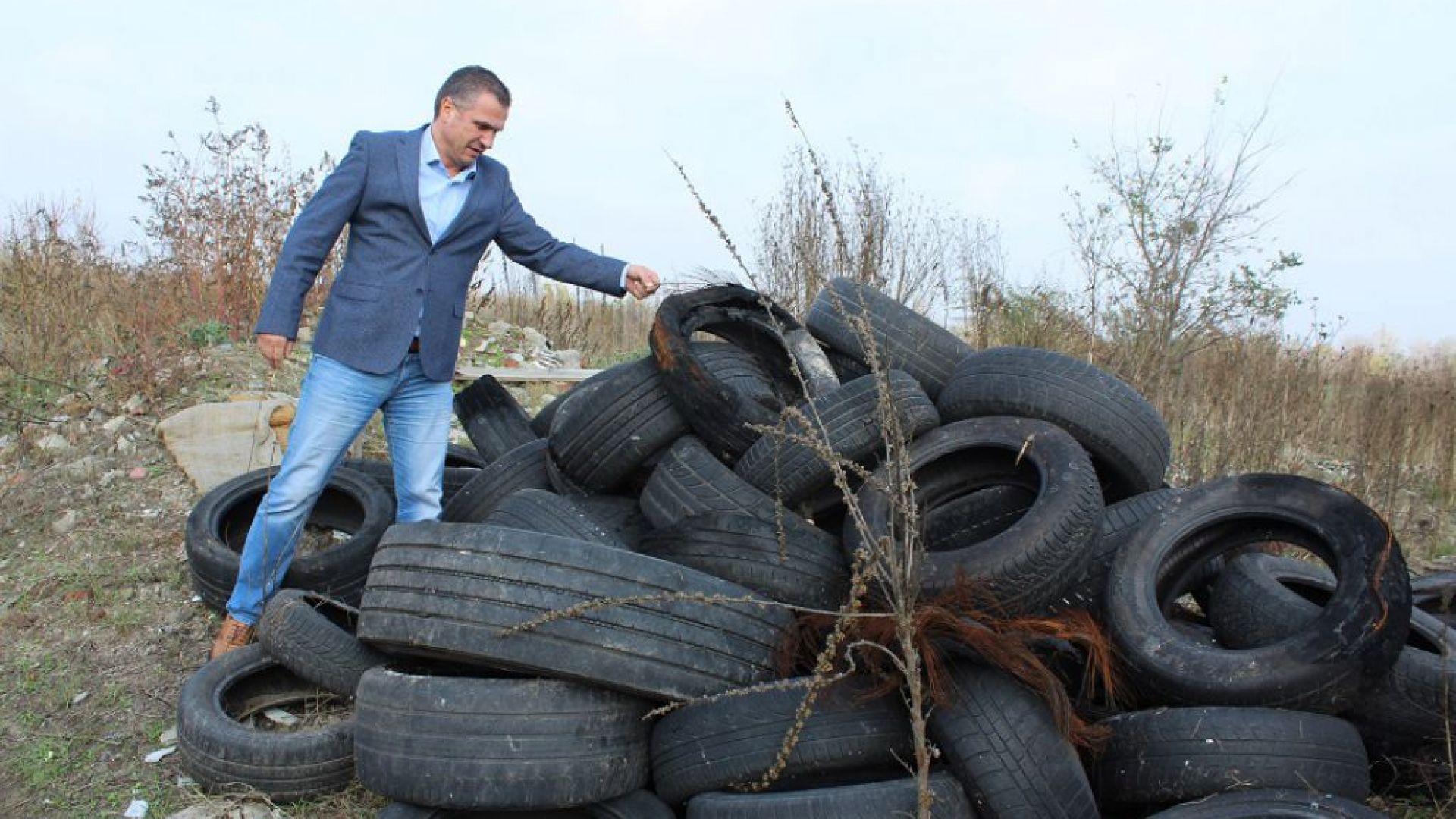 Хиляди стари гуми бяха извадени от коритото на Марица