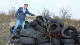 Хиляди стари гуми извадиха от коритото на Марица