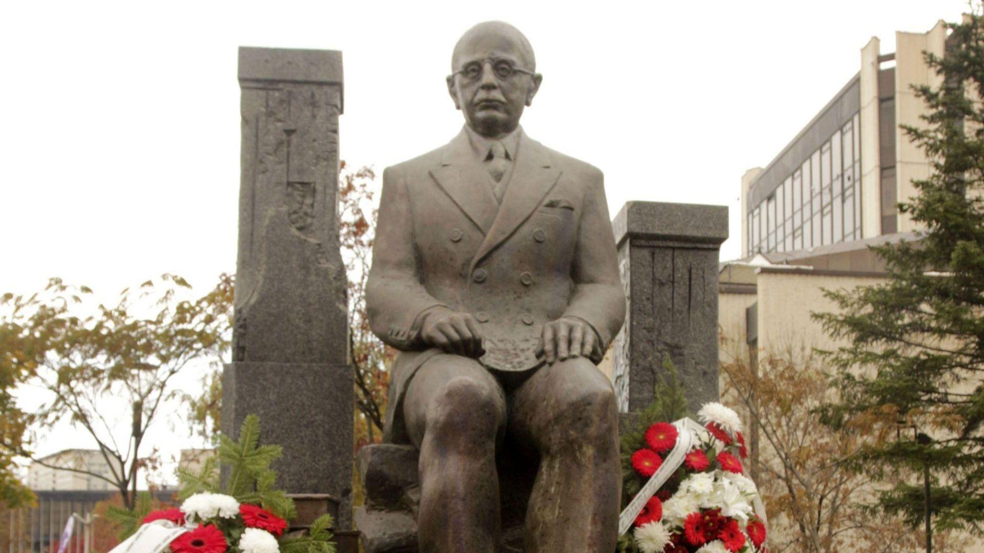 Откриха паметник на Симеон Радев в София (снимки)