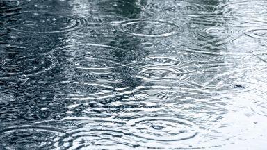 Облачно, дъждовно и хладно още няколко дни