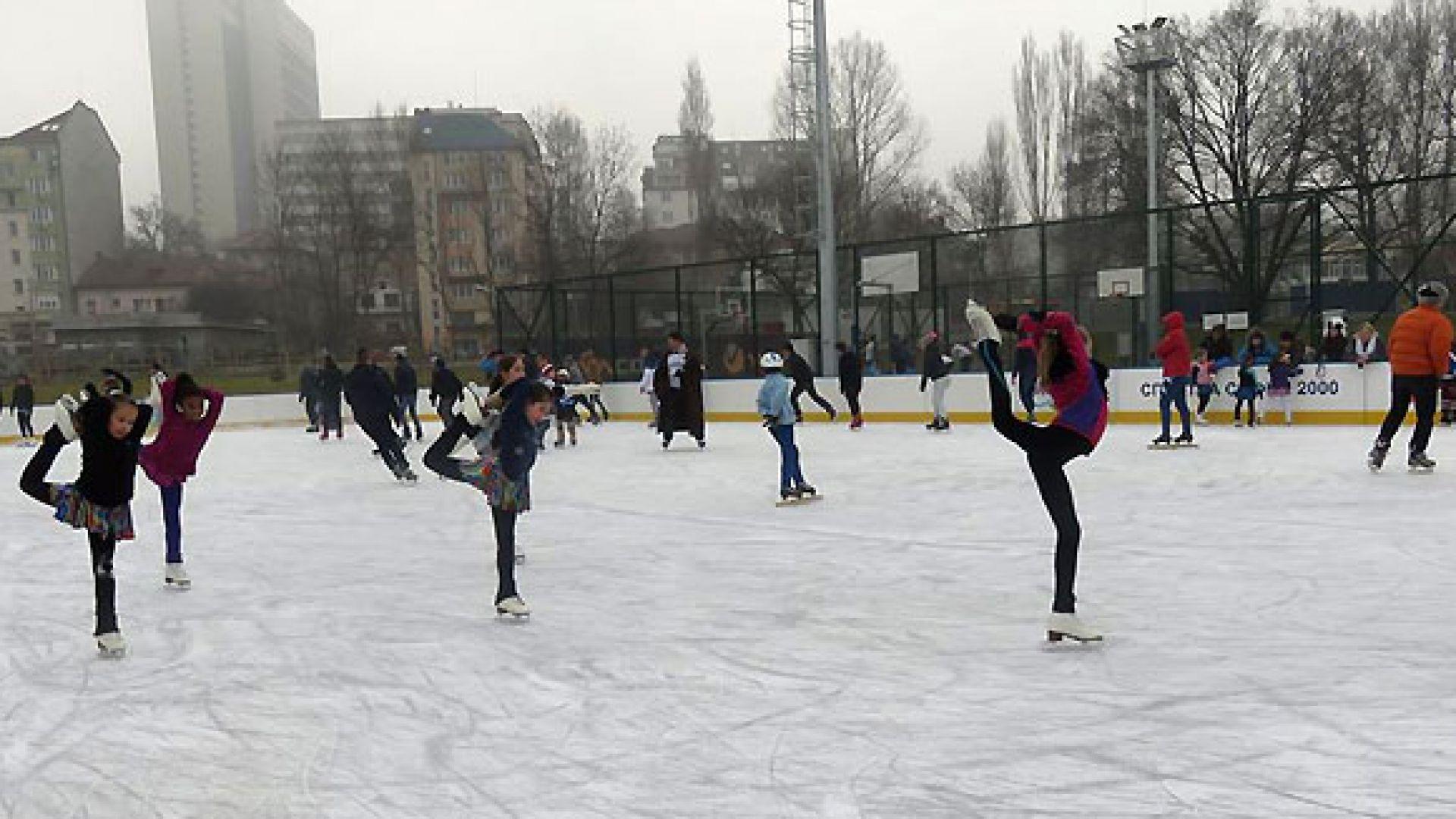 Пуснаха ледената пързалка в Русе