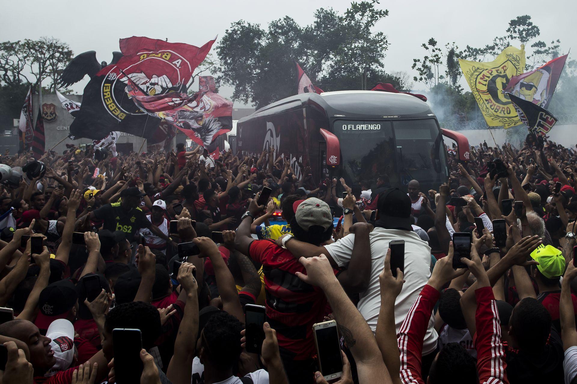 Изпращането на бразилския отбор към летището в Рио