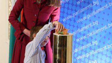 Капсула на хилядолетието в парламента за 30 г. от Конвенцията за правата на детето