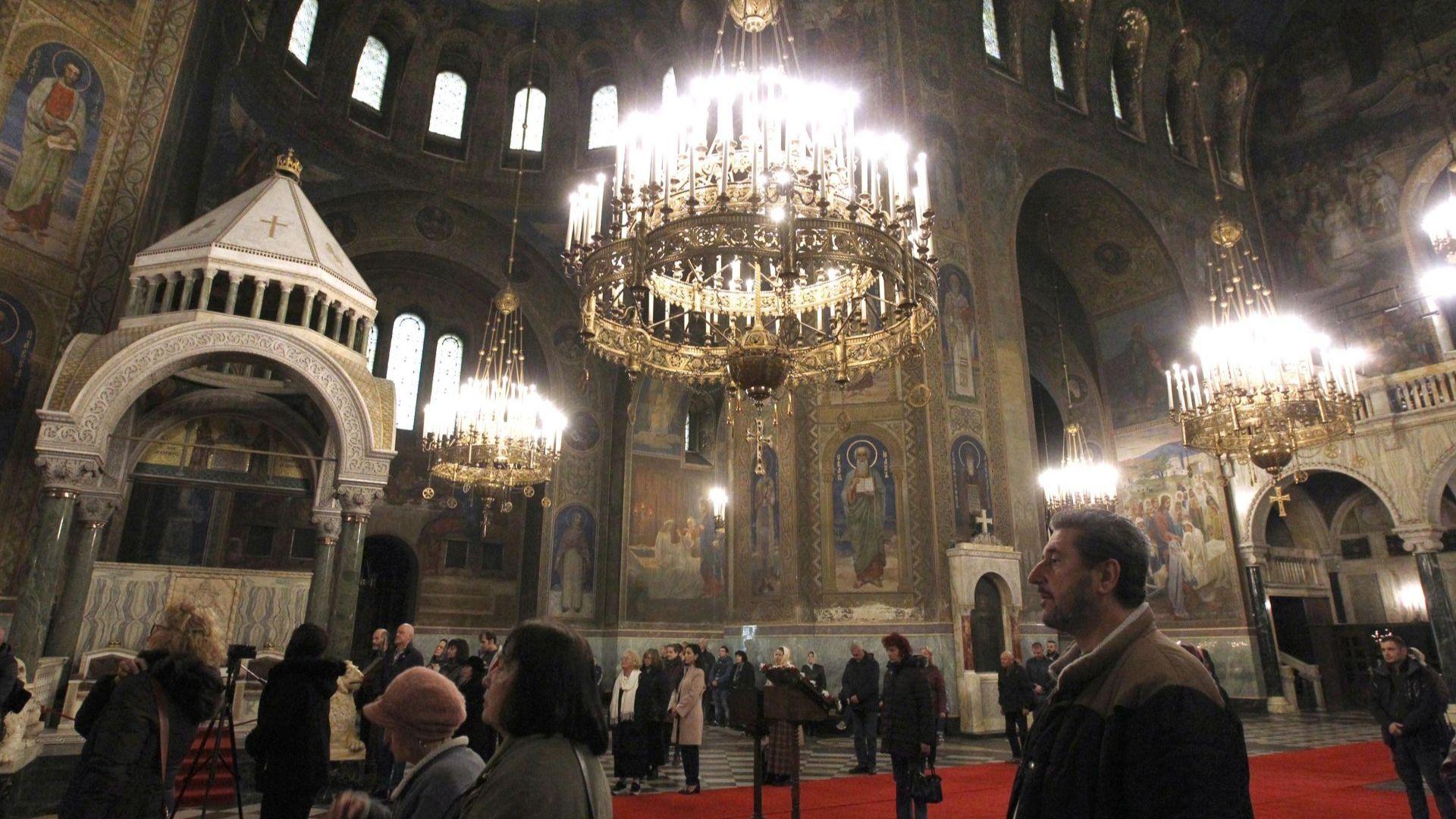 """Синодът ще излъчва литургиите в """"Св. Александър Невски"""" във Фейсбук заради коронавируса"""