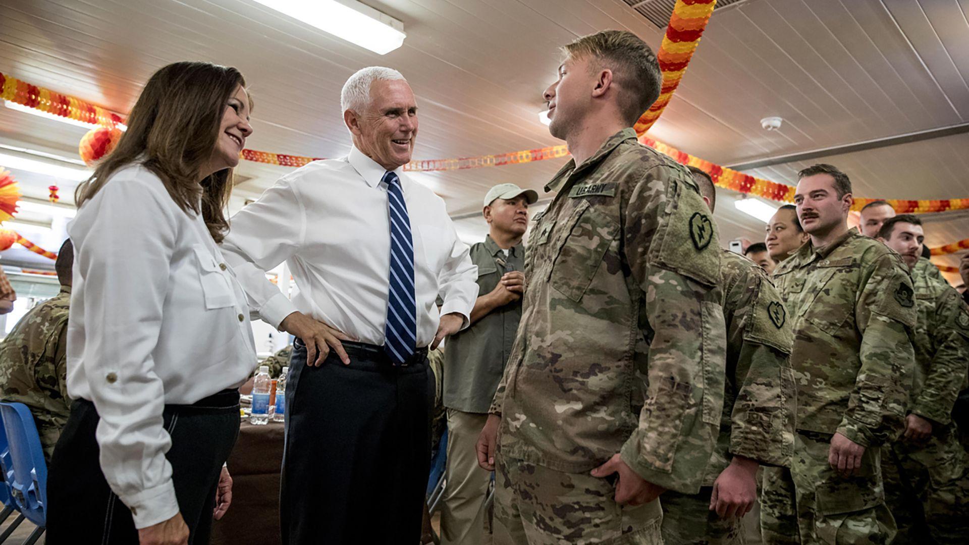 Майк Пенс посети изненадващо базата в Ирак, която ликвидира ал Багдади