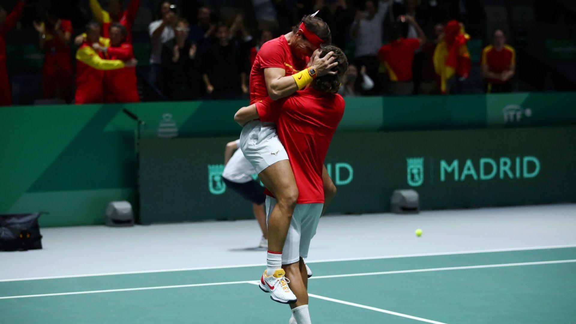 Сълзи на радост в Мадрид, Рафа и Испания докосват титлата