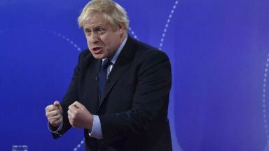 Борис Джонсън обмисля 3 вида работни визи за Великобритания